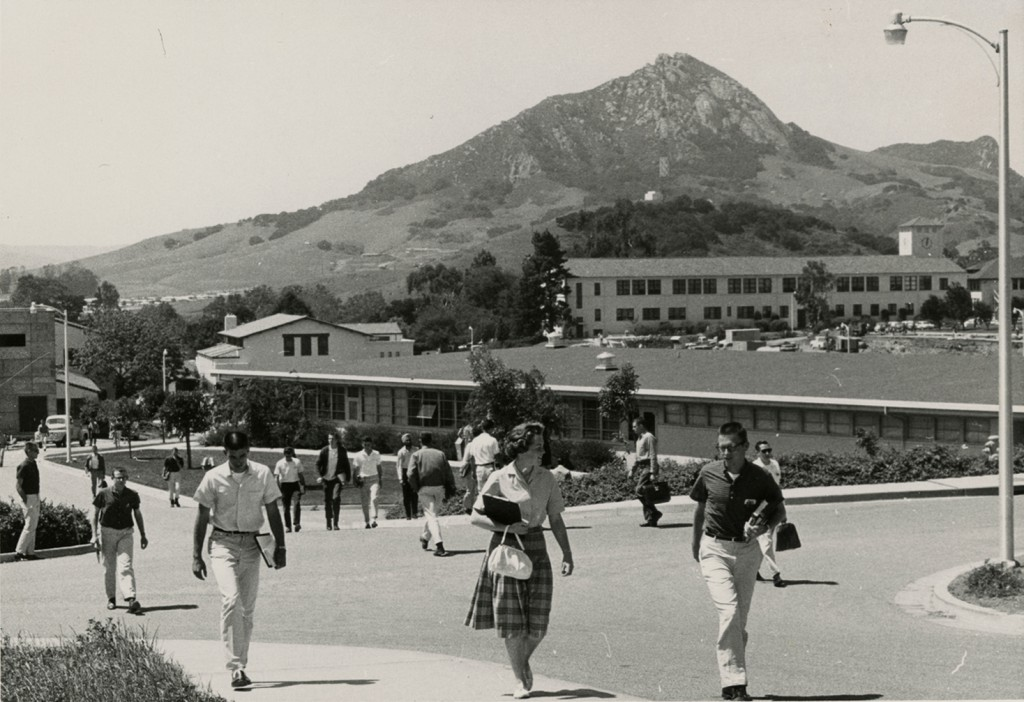 Women students return to Cal Poly, 1956 (University Archives Photograph Collection, University Archives, ua-pho_00000673-A)
