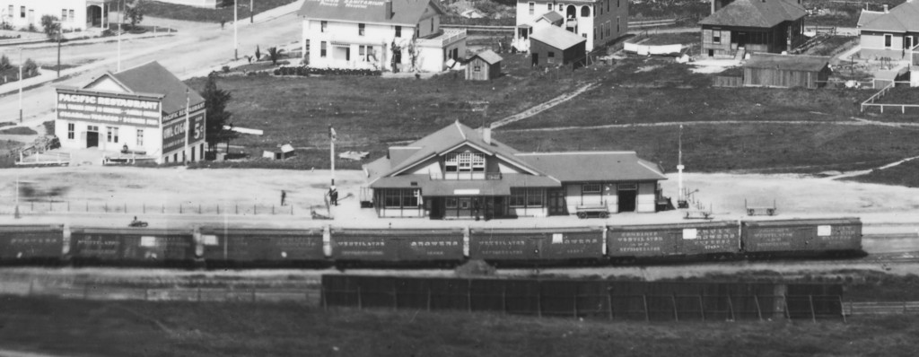 The Pacific Restaurant can be seen in the upper left of this image. (San Luis Obispo County Regional Photo Collection, Special Collections, California Polytechnic State University, 168-1-B-01-35 [detail])