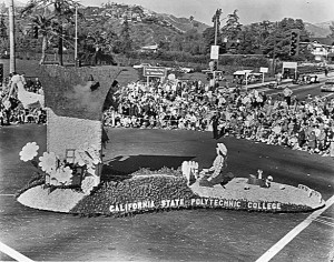 Crowds along Colorado Boulevard, Pasadena, cheer Cal Poly's 1965 rose float.