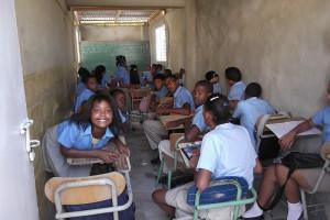 The classroom in Las Malvinas built using plastic bottles.